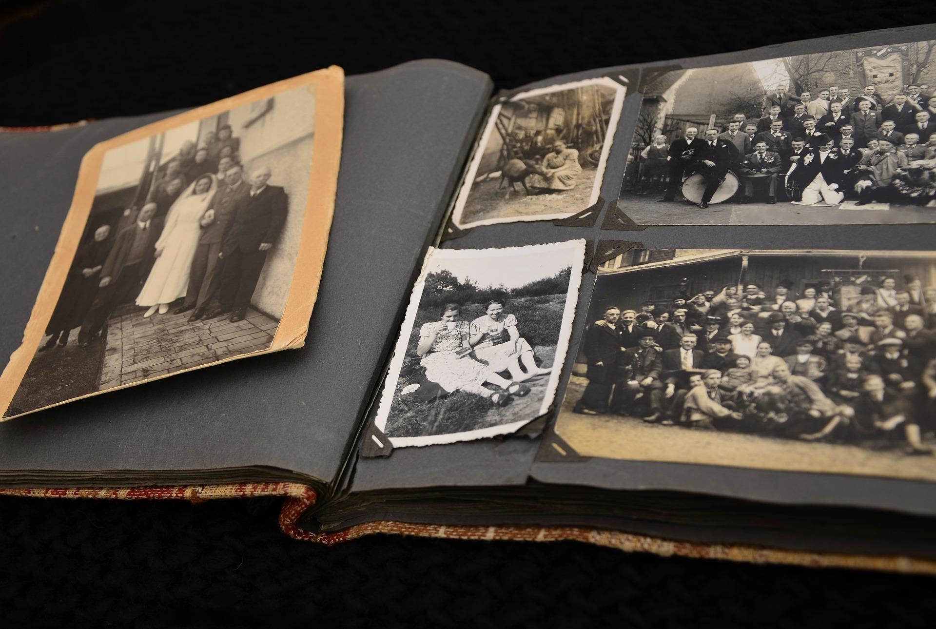 Altes Fotoalbum. Viele Schätze schlummern ungesehen auf diesen Seiten