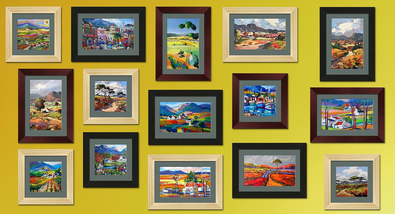 Eine Wand voller Bilder unterstützt den kolonialen Charakter; Bilderwand