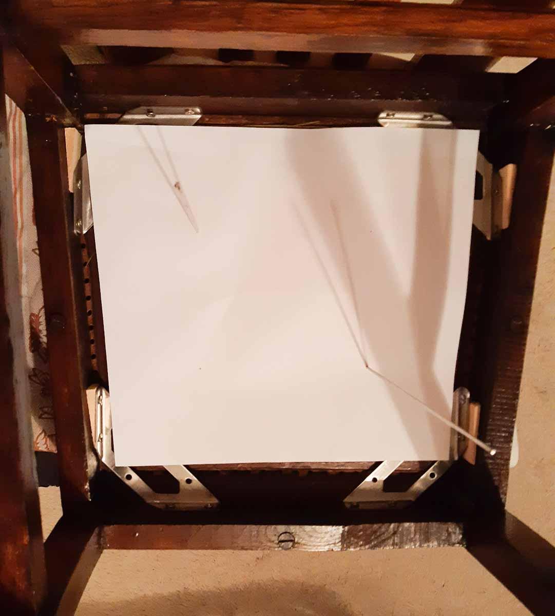 Bohrlöcher werden mit der Schablone markiert