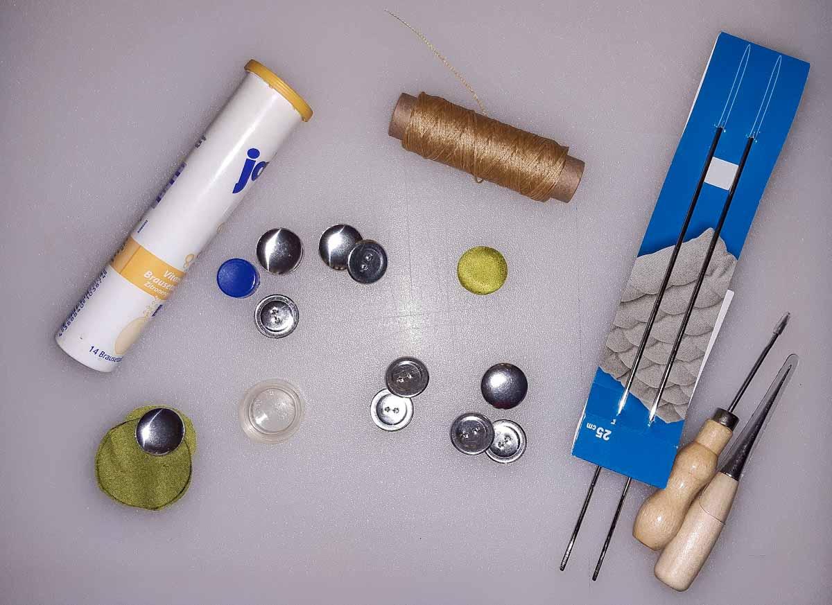 Benötigtes Material für die Anbringung von Polsterknöpfen