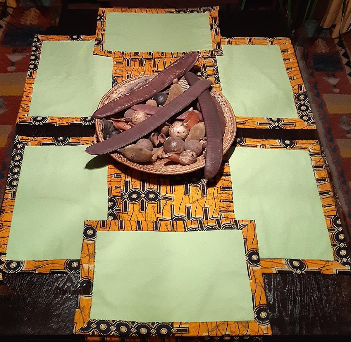 Festliche Tafel aus afrikanischem Kitengestoff, selbst genäht