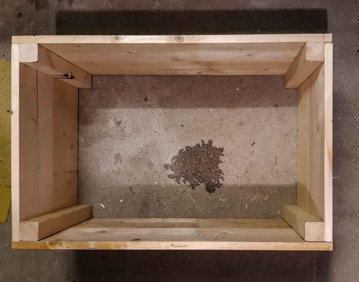 Upcycling - ein Blick von oben in die noch bodenlose Truhe