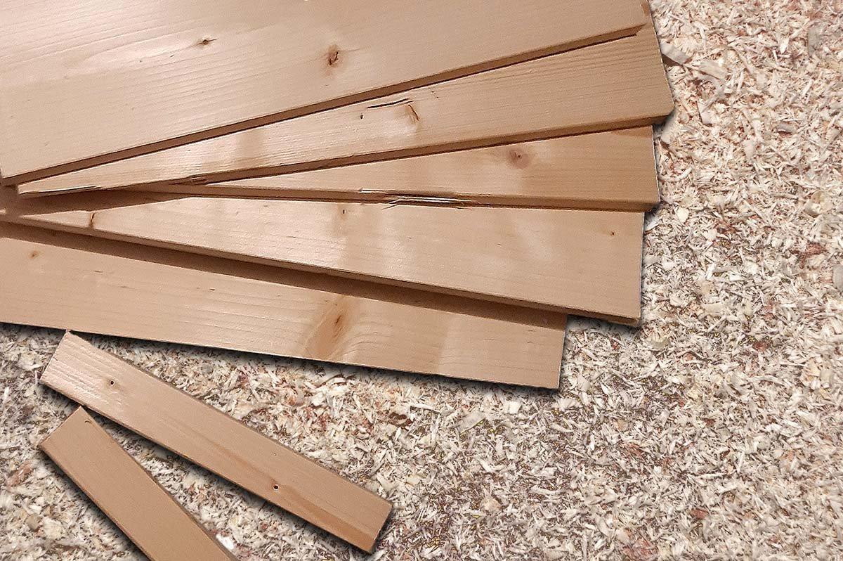 Wegwerfartikel Holz, Reste einer Transportkiste