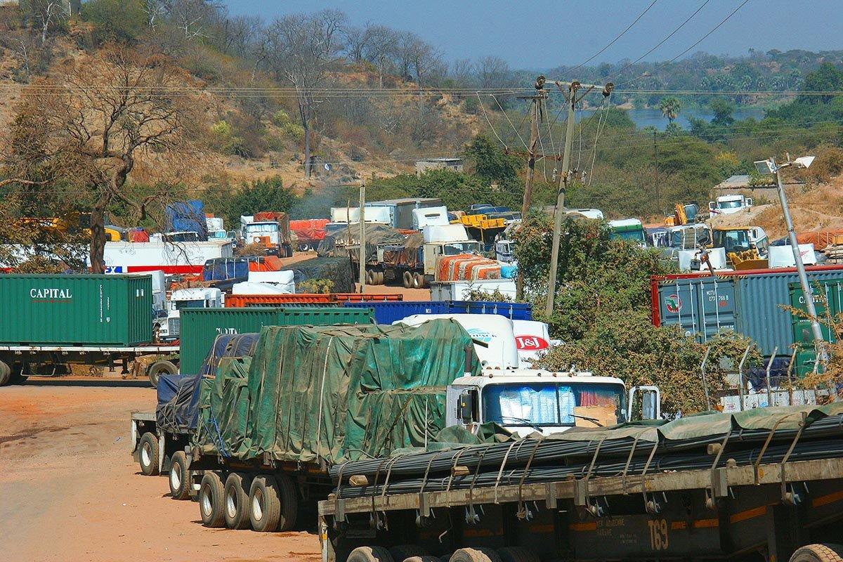 Lkw-Stau auf dem Weg nach Lusaka