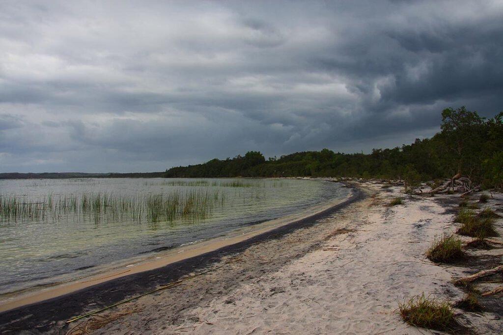 Am Ufer des Lac Ampitabe