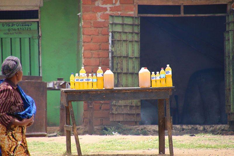 Marktstand mit Limonade oder Öl