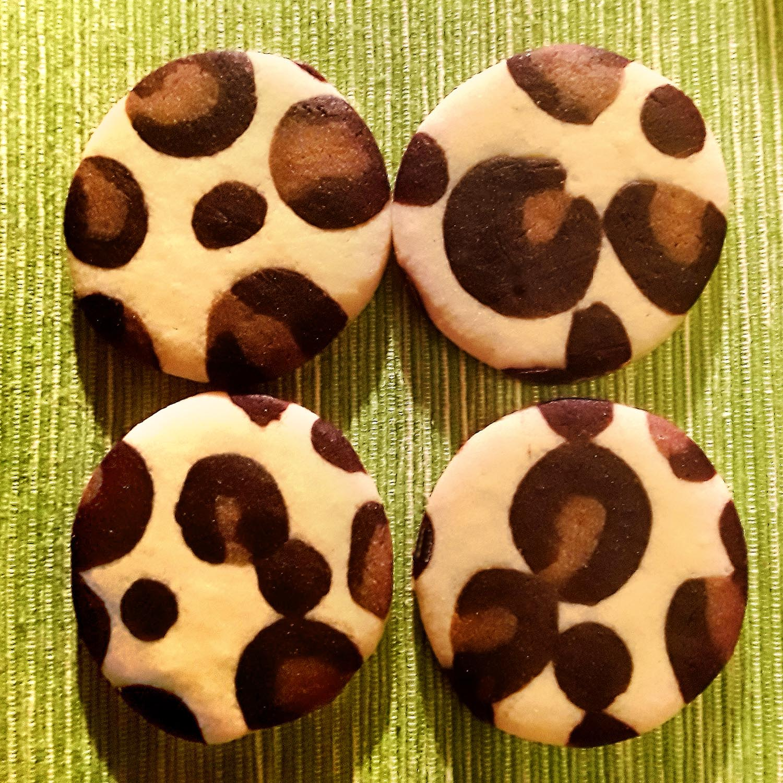 Leoparden-Kekse, ausgestochen und gebacken